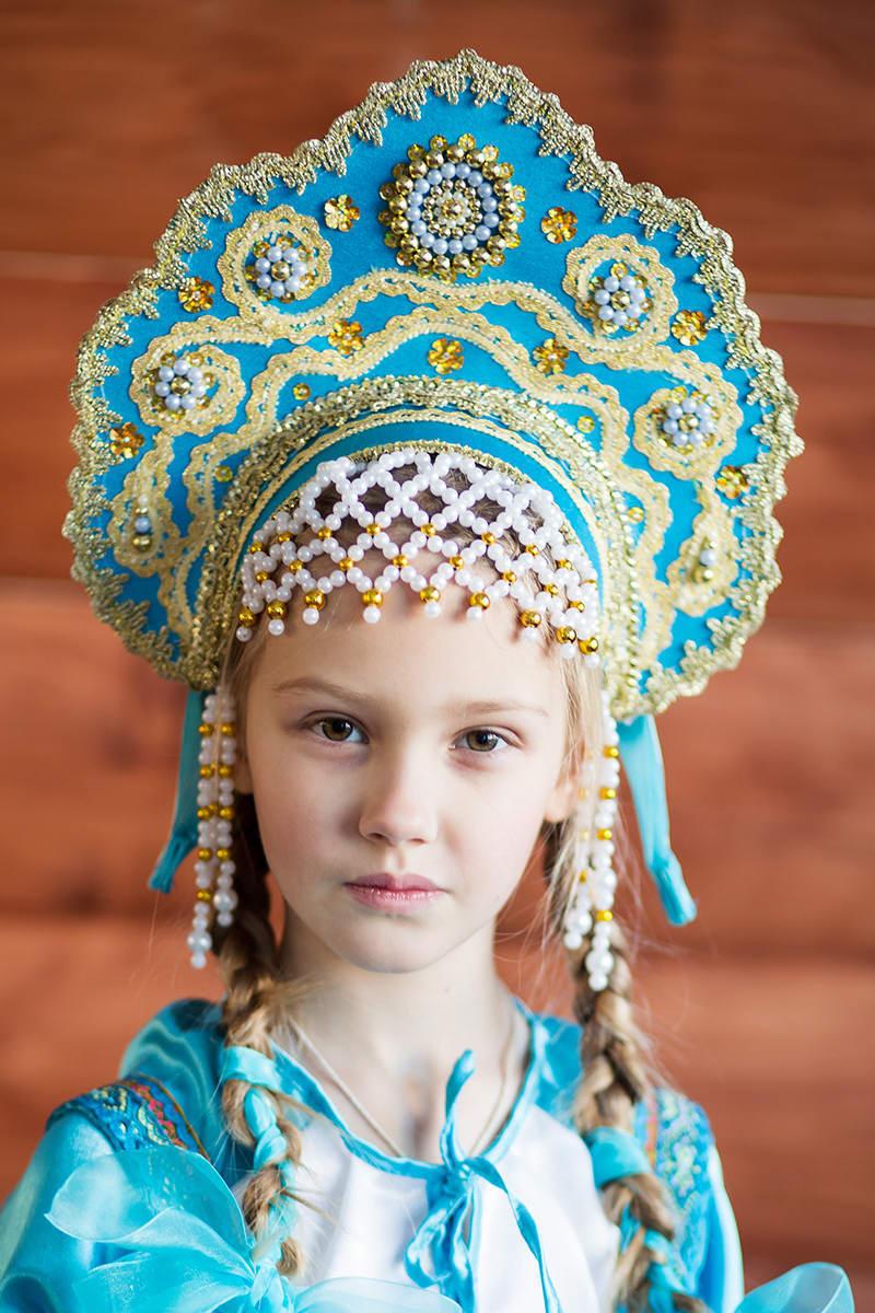изображенный верхом русский кокошник фото чем
